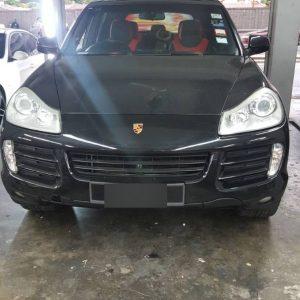 Porsche Cayenne Black & Red