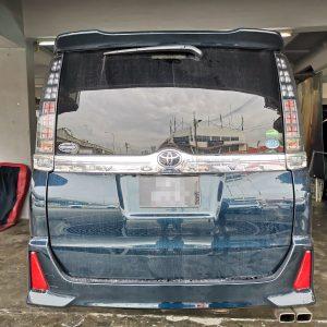 Toyota Voxy (Dark Grey)