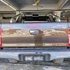 Toyota Hilux 3.0cc 2015 (Dark Brown & Maroon Diamond Shape)
